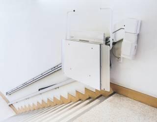 Hublift und elektrischer Treppenlift im Vergleich sparen Sie bis zu 30%